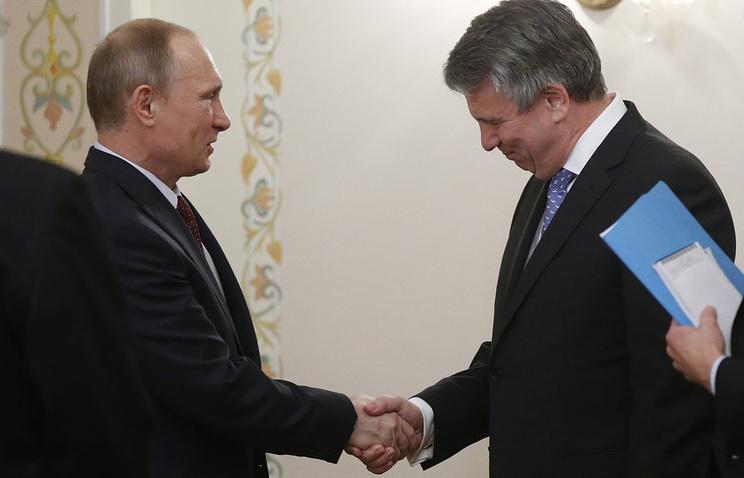 Президент России Владимир Путин и глава Shell Бен Ван Берден