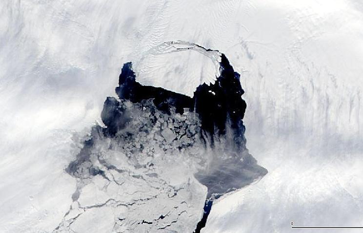 Айсберг B-31, отколовшийся от ледника Пайн-Айленд в Антарктике