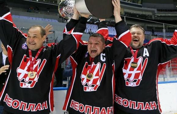 """Игроки екатеринбургской хоккейной команды """"Неоплан"""""""