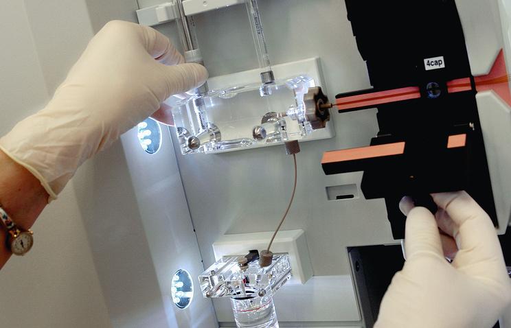 ДНК-анализатор, на котором осуществляется подбор эффективной терапии для людей, зараженных СПИДом