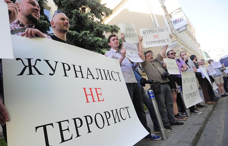 Пикет в защиту арестованных журналистов напротив посольства Украины в Москве 21 мая 2014 года