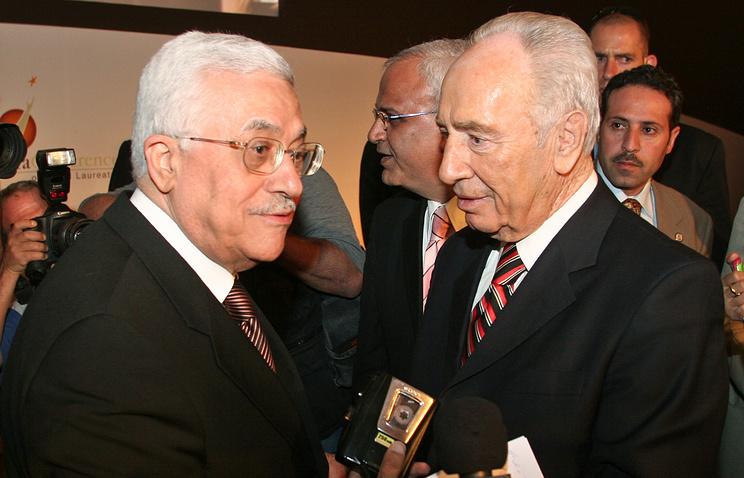 Председатель Палестинской национальный администрации Махмуд Аббас и президент Государства Израиля Шимон Перес