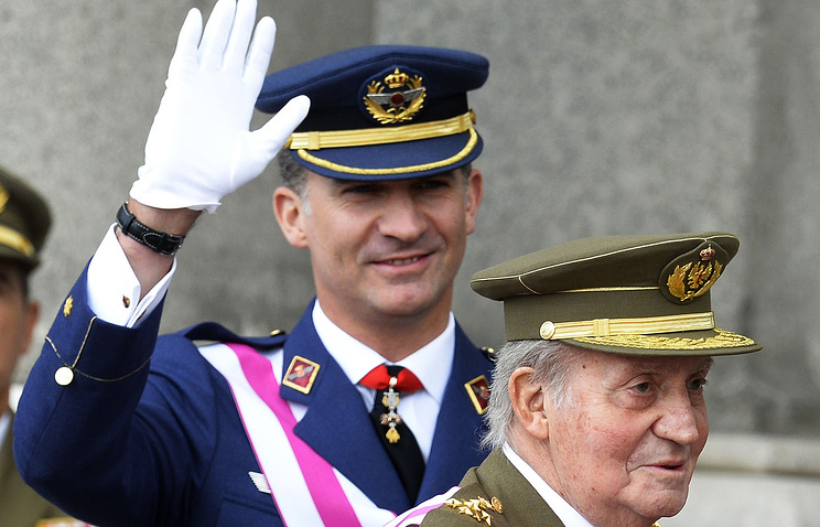 Корольи Испании Хуан Карлос (справа) и принц Фелипе Астурийский