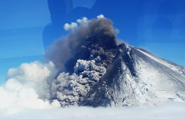 Извержение вулкана Павлова на Аляске, 2006 год