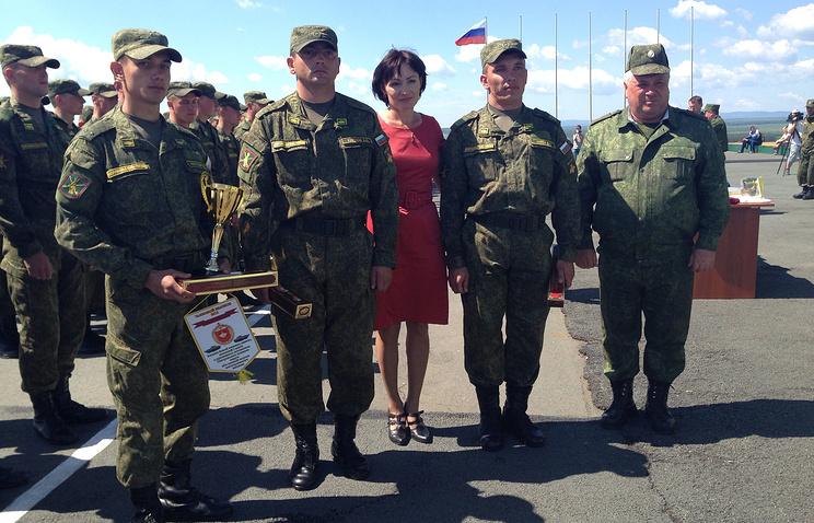 Светлана Ишмуратова поздравила победителей по танковому биатлону в ЦВО