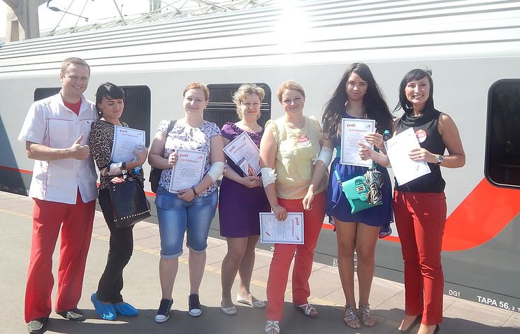 Участники донорской акции на Ленинградском вокзале в Москве 9 июня