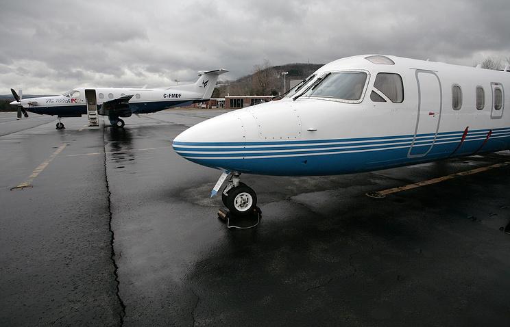 Самолет Westwind II (справа на переднем плане)