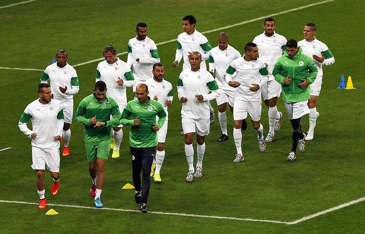 Сборная Алжира на тренировке