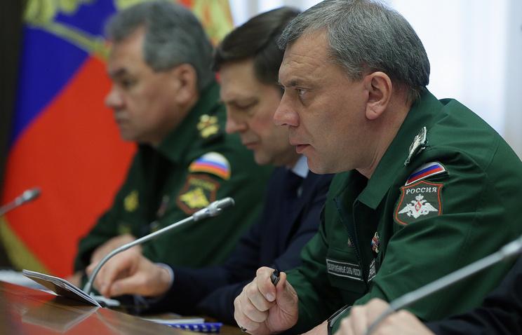 Заместитель министра обороны РФ Юрий Борисов (справа)