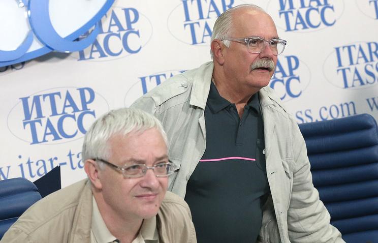 Ректор Высшего театрального училища имени Щепкина Борис Любимов и режиссер Никита Михалков