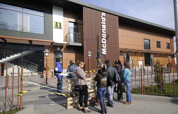 Закрытый ресторан McDonalds в Симферополе