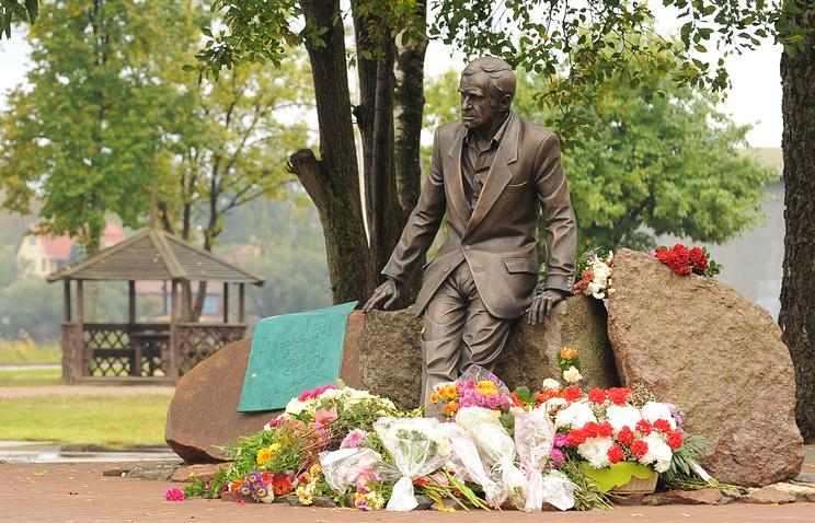 Памятник Зиновию Гердту в городе Себеж