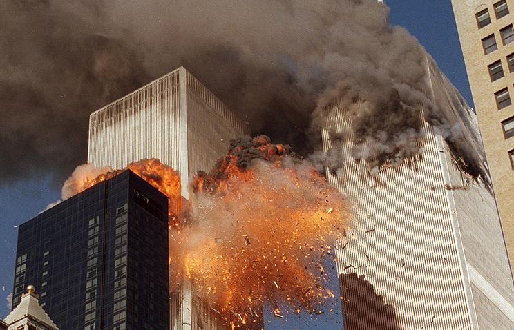 Террористический акт 11 сентября 2001 года. Авиалайнеры врезались в башни Всемирного торгового центра в Нью-Йорке