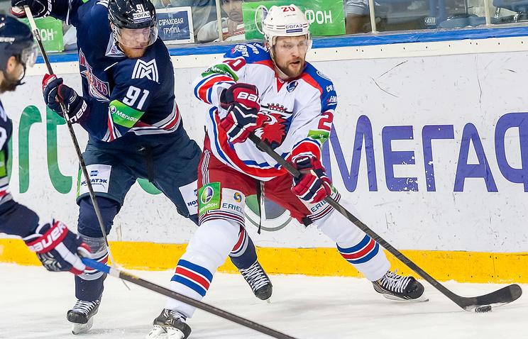 Петр Врана (справа)