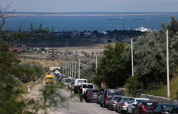 Очередь на паромную переправу, Крым