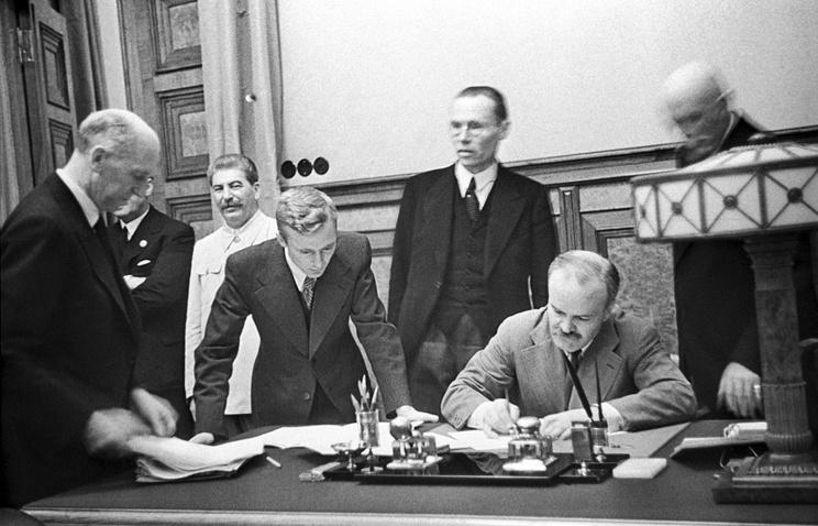Подписание германо-советского договора о ненападении, 1939 год