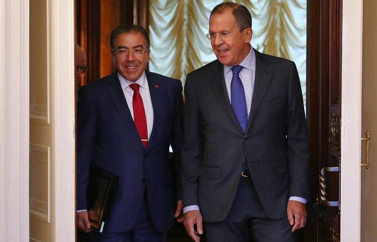 Министры иностранных дел Туниса Монжи Хамди и РФ Сергей Лавров (слева направо) перед началом переговоров