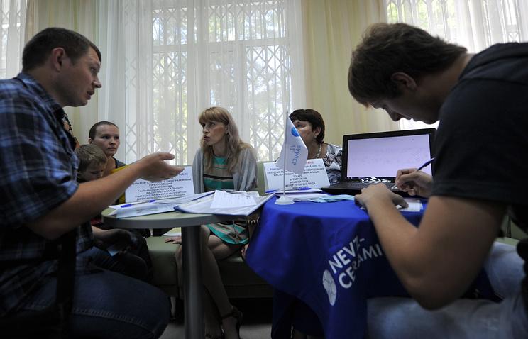 На ярмарке вакансий для вынужденных переселенцев с Украины в Новосибирске. Архив