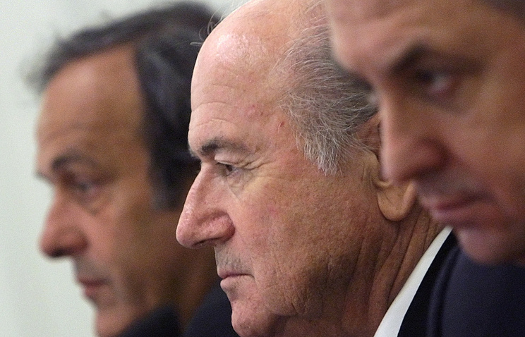 Президент УЕФА Мишель Платини, глава ФИФА Йозеф Блаттер и министр спорта РФ Виталий Мутко (слева направо)