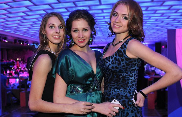 Анастасия Близнюк (слева)