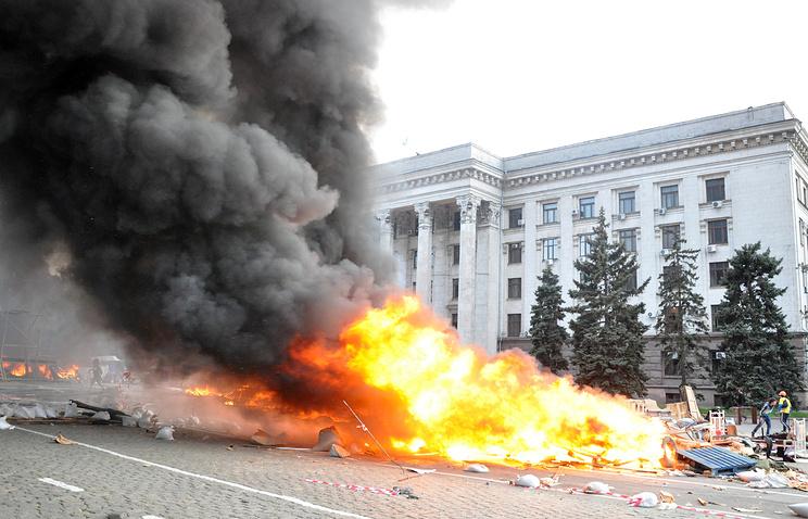 У здания областного совета профсоюзов. Одесса, 2 мая 2014 года