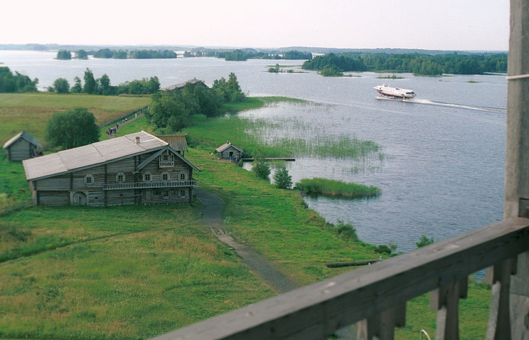 Вид на Онежское озеро с острова Кижи