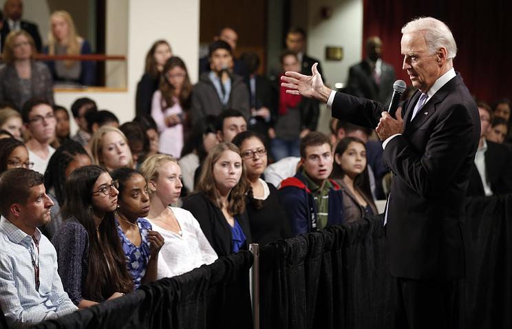 Джозеф Байден во время выступления в Гарвардском университете