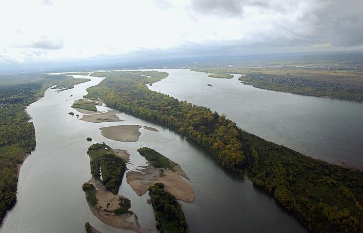 Река Обь в районе Новосибирска. Архив