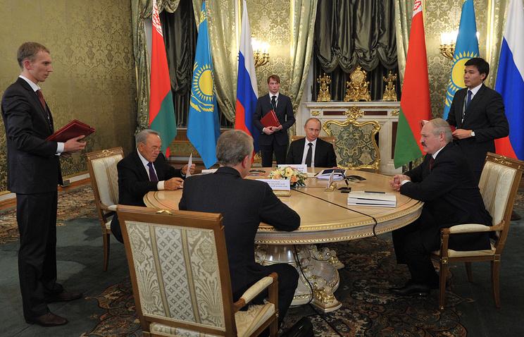 Президент Казахстана Нурсултан Назарбаев, президент РФ Владимир Путин и президент Белоруссии Александр Лукашенко
