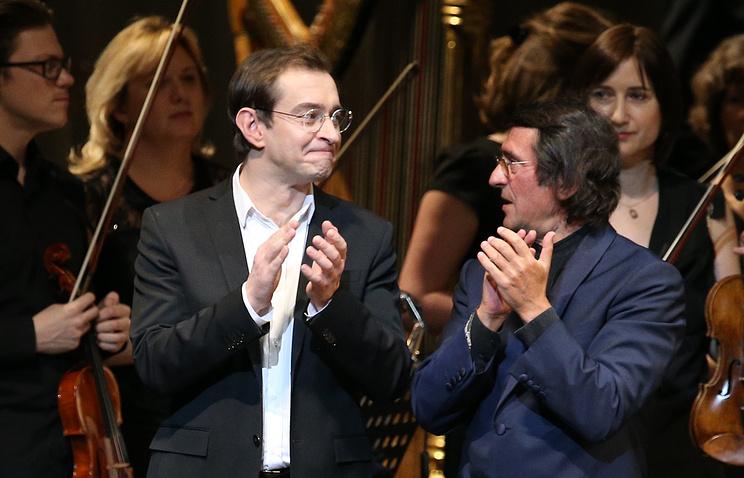 Константин Хабенский и Юрий Башмет (слева направо) на второй сцене Мариинского театра. Санкт-Петербург, январь 2014 года