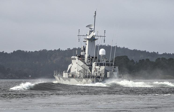 Шведский военный корабль патрулирует воды около Стокгольмского архипелага