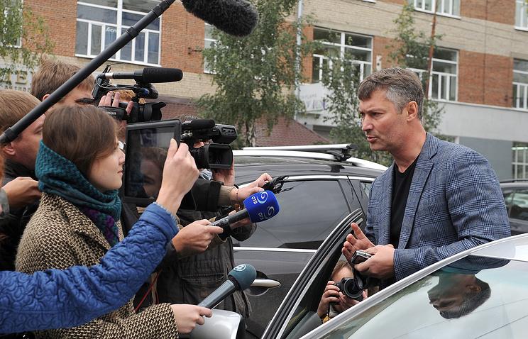 Мэр Екатеринбурга Евгений Ройзман общается с прессой