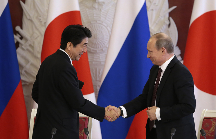 Владимир Путин и Синдзо Абэ (справа налево). 2013 год
