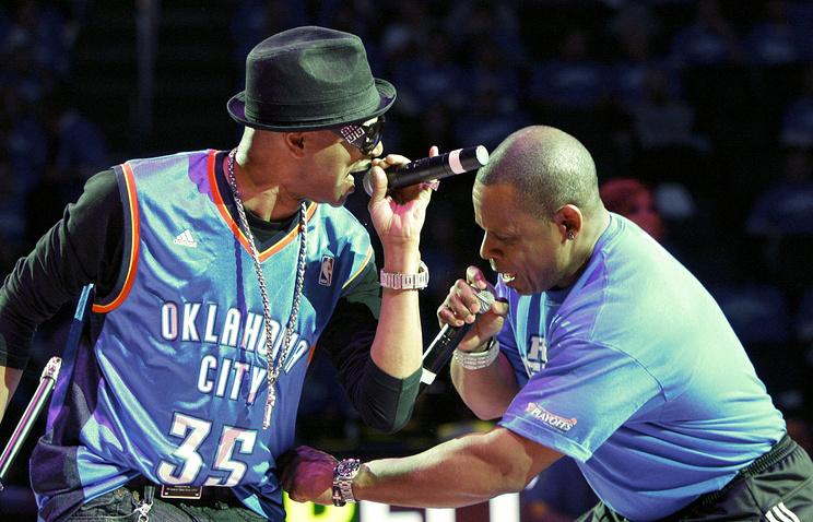 Генри Ли Джексон (справа) на концерте в Оклахоме, 2010 год