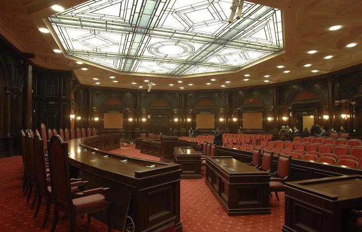 Зал заседаний в здании Конституционного суда