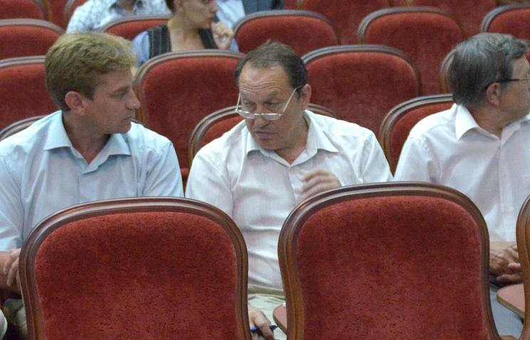 Евгений Шерварли (в центре)