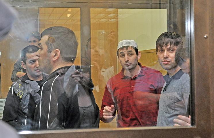 """Обвиняемые по уголовному делу о взрыве в ноябре 2009 года скоростного поезда """"Невский экспресс"""" во время заседания в Тверском областном суде, 2012 год"""