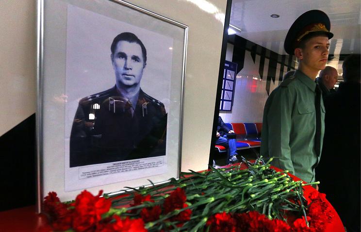 Портрет Виктора Тихонова перед матчем чемпионата КХЛ ЦСКА - СКА