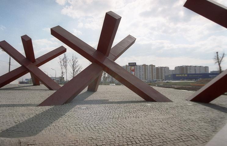 """Монумент """"Противотанковые ежи"""" в подмосковных Химках."""