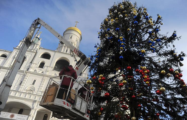 Украшение новогодней елки на Соборной площади, архивное фото, 2012 год