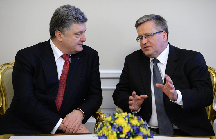 Президент Украины Петр Порошенко и президент Польши Бронислав Коморовский (слева направо)