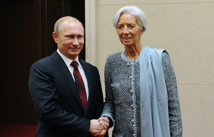 Президент России Владимир Путин и глава Международного валютного фонда Кристин Лагард на встрече в рамках Делового саммита форума АТЭС, 2014 год
