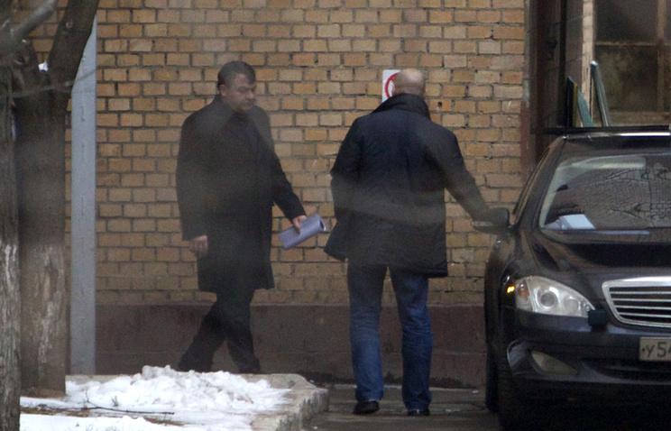 Анатолий Сердюков (слева)