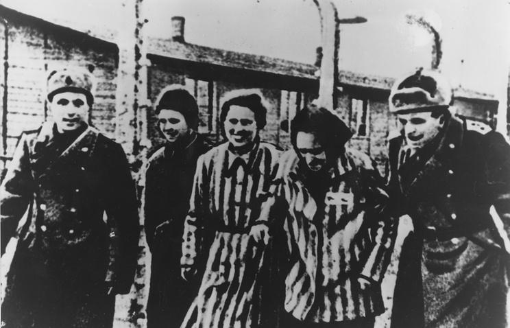 Солдаты Красной армии освобождают  узников Освенцима