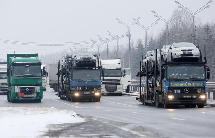 Грузовые автомобили на белорусско-российской границе
