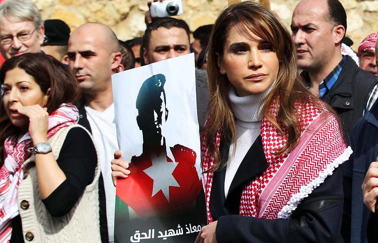 Королева Иордании Рания во время массовой демонстрации в Аммане