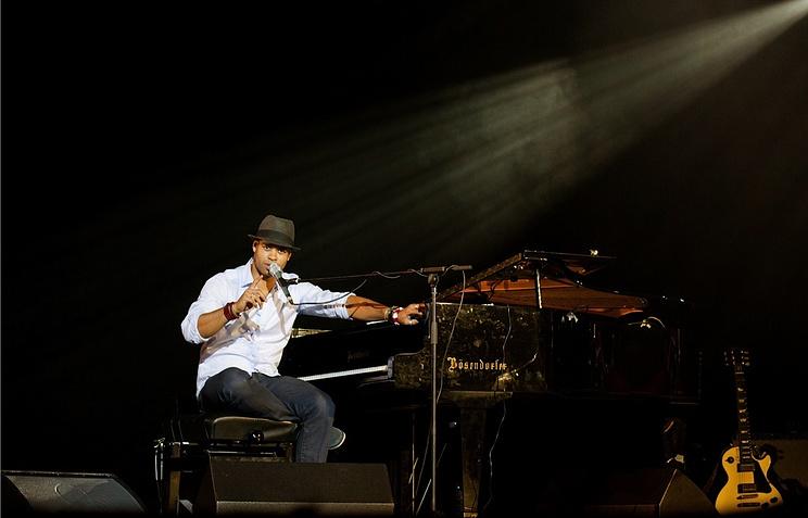 Роберт Фонсека во время концерта в  Мюзик-холле Санкт-Петербурга, апрель 2013 года