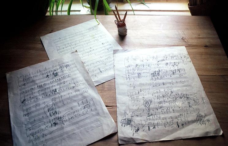 Черновые эскизы к 6-ой симфонии на рабочем столе П.И.Чайковского в Доме-музее композитора в Клину