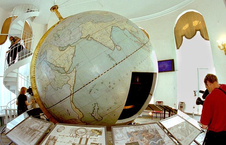 Готторпский глобус - первый экспонат Кунсткамеры в Санкт-Петербурге