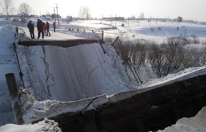 Рухнувший мост в Березовском Кемеровской области